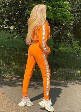 Стильный костюм в оранжевом цвете