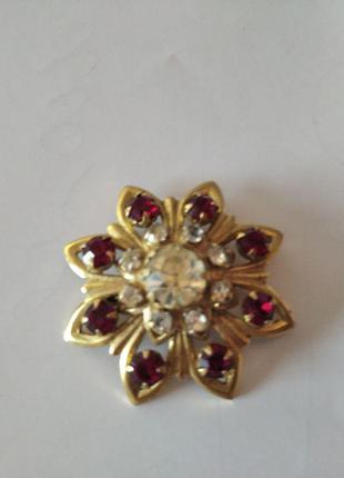 Винтажная брошь в форме цветка с красными кристаллами