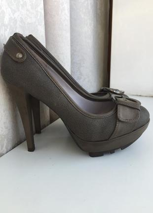 Новые туфли janni&janni на каблуке 38 размер туфлі