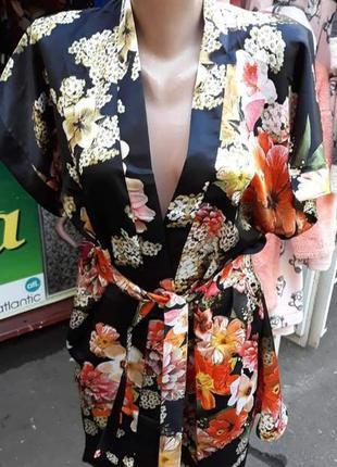 Халат кимоно атласный, короткий на запах, с весенними цветами,...