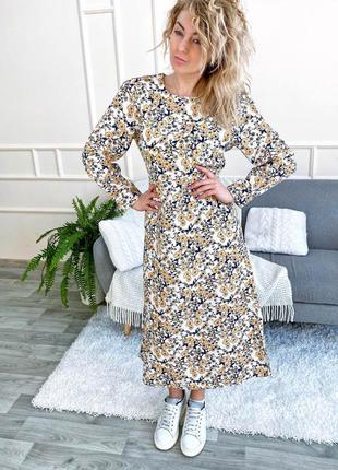 Нарядное платье с цветочным принтом длины миди