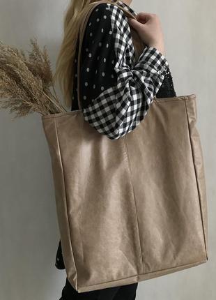 Большая стильная сумка шоппер из натуральной кожи бежевого гля...