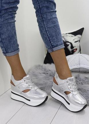 Новые серебристые женские весенние ботинки сникерсы