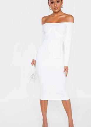 Sale белое коктейльное платье миди в рубчик с открытыми плечам...