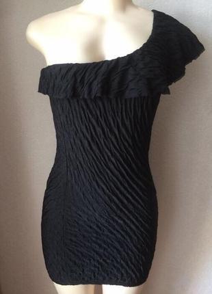 Красивое чёрное короткое платье по фигуре
