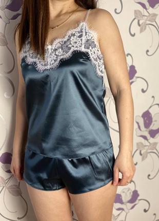 Атласная пижама с шортами, цвет - изумруд