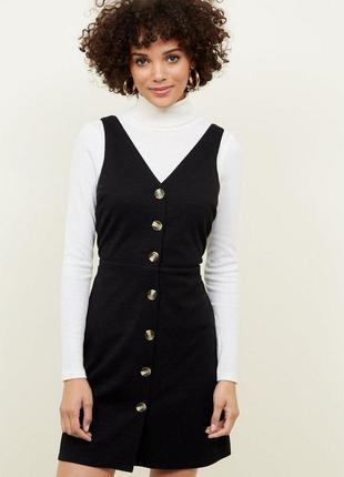 Базове чорне плаття-сарафан з гудзиками