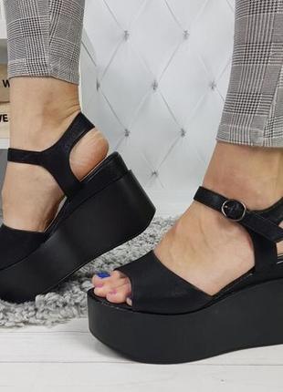 Новые шикарные женские черные босоножки на высокой платформе