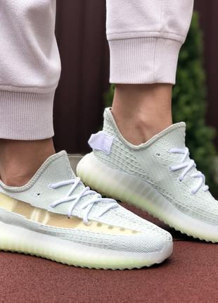 Женские кроссовки Adidas x Yeezy Boost