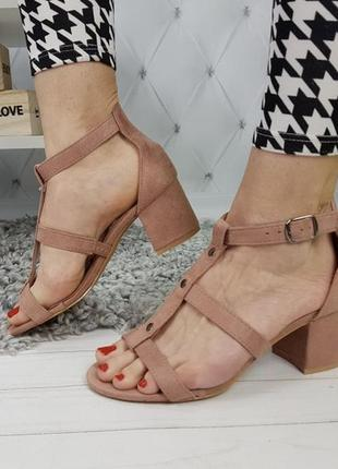 Новые шикарные женские пудровые босоножки на удобном каблуке