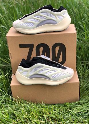 💥 Adidas Yeezy Boost 700 V3 Beige Black 💥