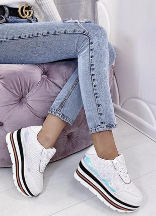Новые шикарные женские белые кроссовки на платформе