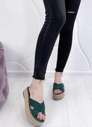 Новые женские зеленые шлепки шлёпанцы на соломенной платформе