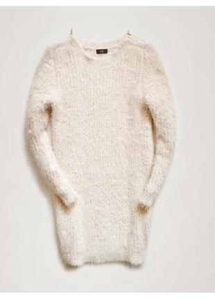 Нежное кремовое платье-свитер с мягким ворсом и золотыми молни...