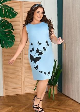 Модное короткое платье голубого цвета в бабочки