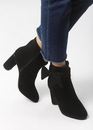 Новые женские осенние черные ботинки на среднем каблуку ботильоны
