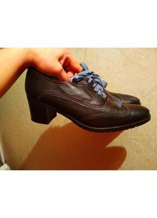 Шикарные кожаные туфли в состоянии новых