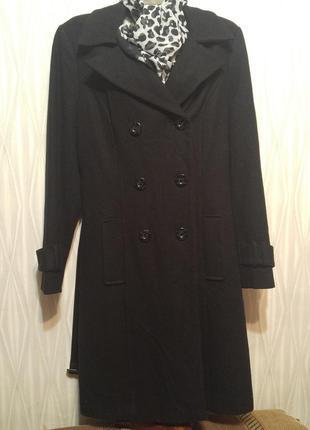 Шикарное черное пальто классического кроя