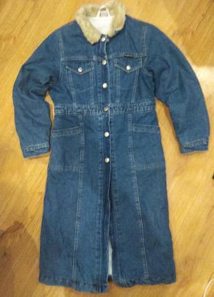 Стильное джинсовое пальто 134 размер