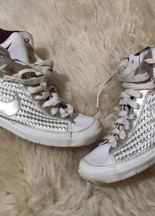 Кожаные кроссовки 39 размер