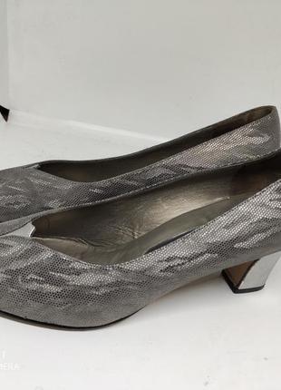 Шикарые кожаные туфли 39 размер