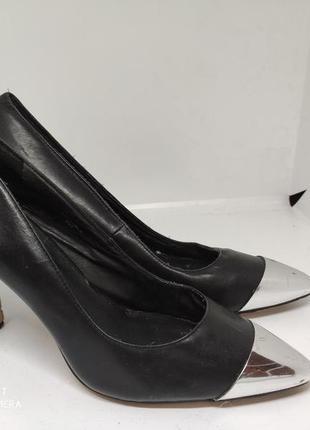 Шикарные кожаные туфли 41 размер