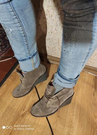 Шикарные замшевые ботинки 42 размер