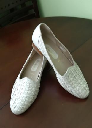 Продаю туфли светлие