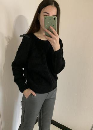 Чёрный свитер оверсайз