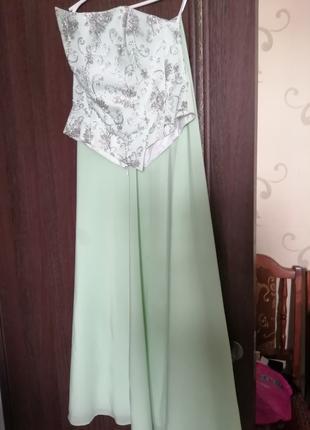 Продаю платье пращничное в Пол бу салатового цвета