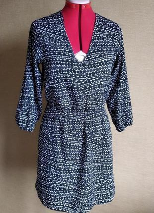 Платье в сердечки с у-образным вырезом