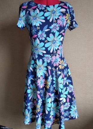 Платье тёмно-синего цвета в цветы