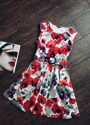 Летнее красивое цветочное платье