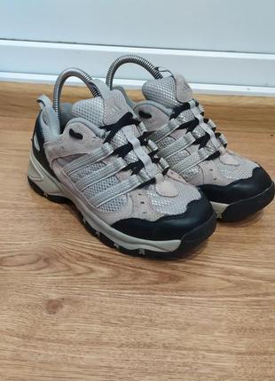Трекинговые кроссовки adidas 36р/22см(вся 23см)