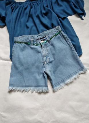 Джинсовые шорты с необработаным краем