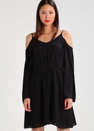 Платье с открытыми плечами с длинным рукавом
