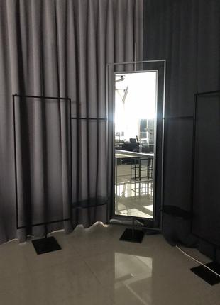 Зеркало с конструкцией