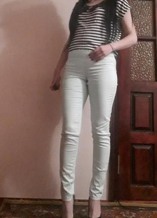Мятные брюки скинни с завышенной талией и молнией сзади