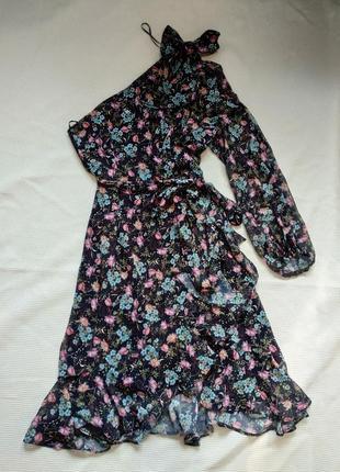 Шифоновое платье с волонами на одно плечо