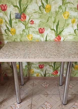 Стол кухонный или можно использовать как журнальный столик