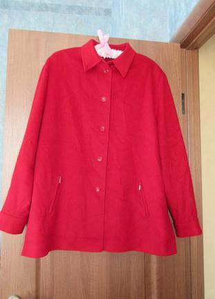 Роскошное пальто из натуральной шерсти цвета марсала от basler...