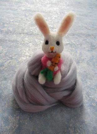 Подвеска на сумку и для рюкзака брелок белый зайчик из натурал...