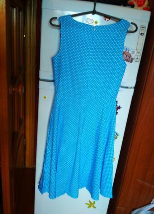 Красивре платье миди