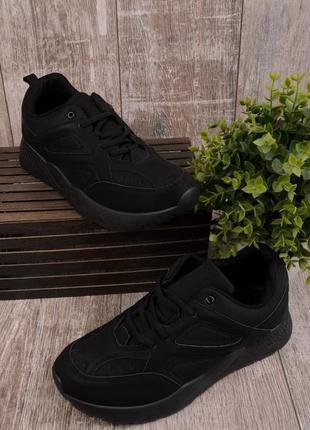 Черные мужские кроссовки на шнуровке