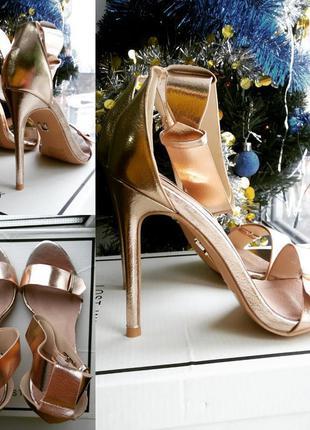 Туфли на шпильке золотистые