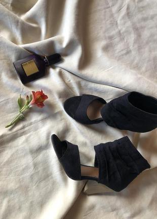 Стильные черные туфли ,черные босоножки от graceland