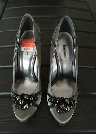 Шикарние нарядние туфли на шпильке