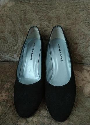 Натуральние замшевие туфли на каблуке brenda zaro испания