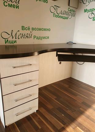 Продам компьютерный уголок, стол и навесной шкаф