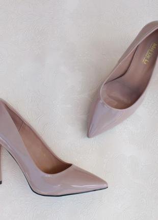 Нюдовые, бежевые туфли, лодочки 36 размера на шпильке